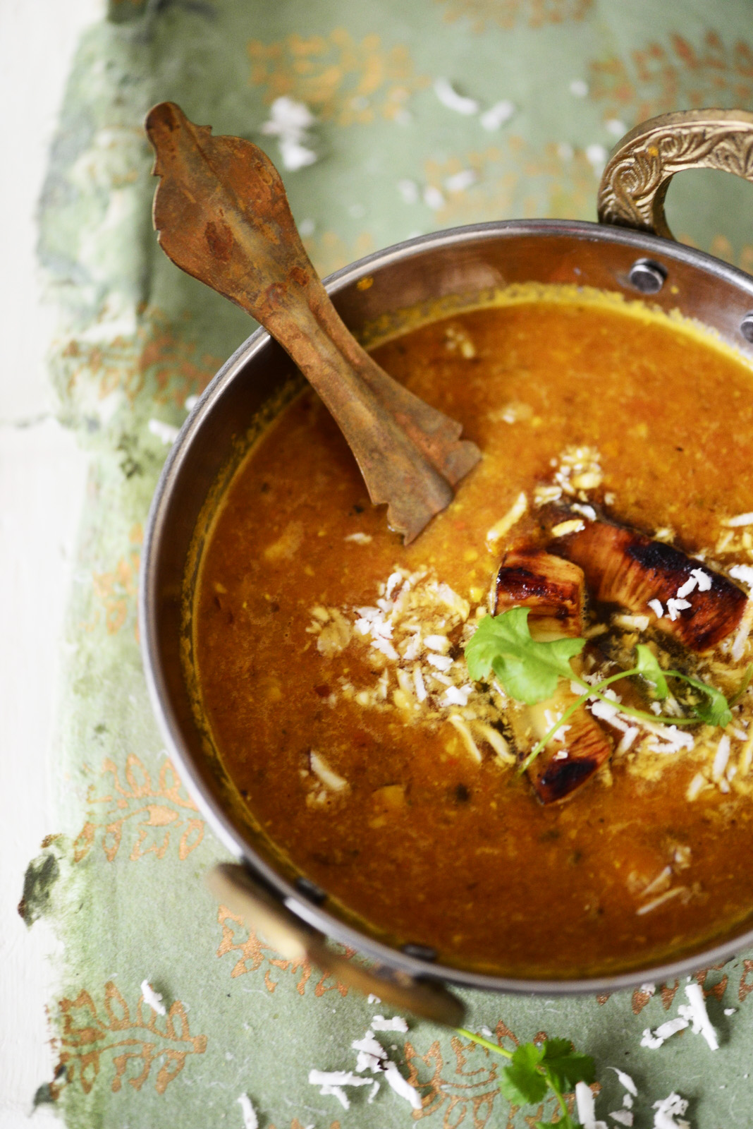 http://kirstenskaarup.dk/wp-content/uploads/2014/10/dhal.indisk-linsesuppe.jpg